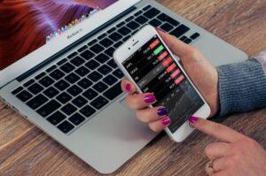 7 aplikasi saham android terbaik untuk pemula